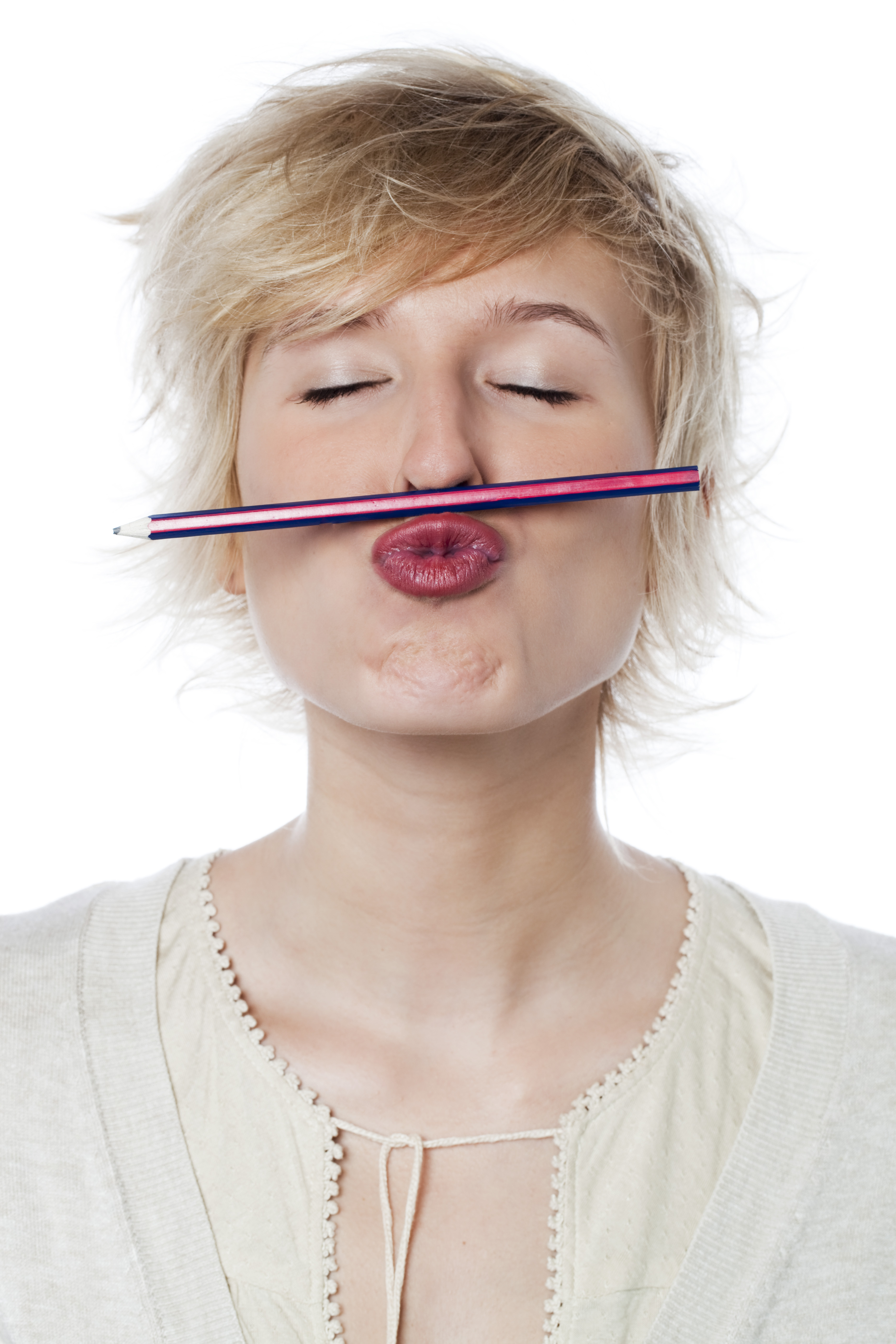 jeune fille heureuse crayon de papier